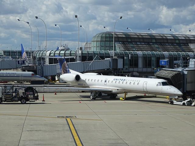 United Express (Expressjet) Embraer ERJ-145LR N18557
