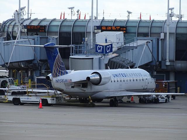 United Express (SkyWest) Bombardier CRJ-200LR N958SW