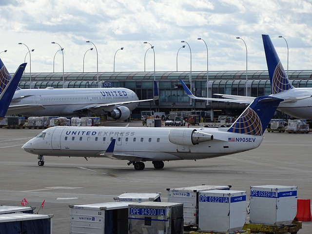 United Express (SkyWest) Bombardier CRJ-200ER N905EV