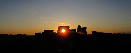 autumn autumnequinox equinox stonehenge stonecircles standingstones stone sun sunrise