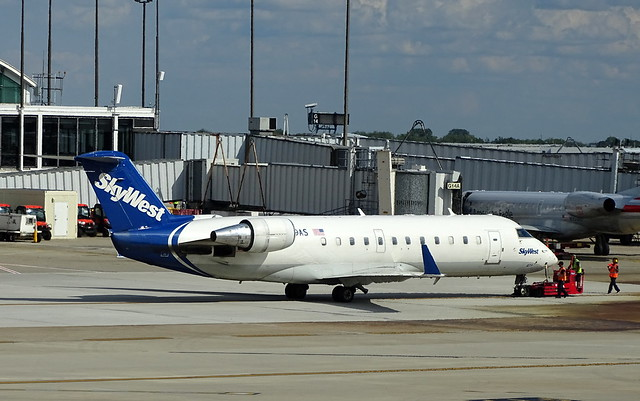 SkyWest Airlines Bombardier CRJ-200ER N879AS