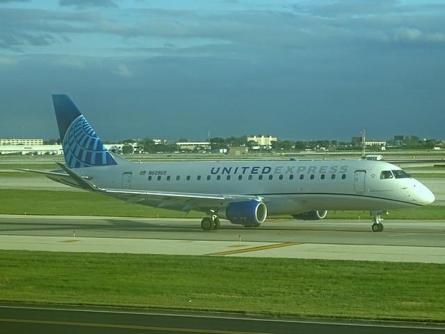 United Express (ExpressJet) Embraer E-175 N609UX