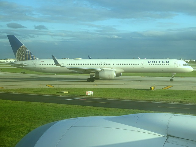 United Airlines Boeing 757-324 N74856