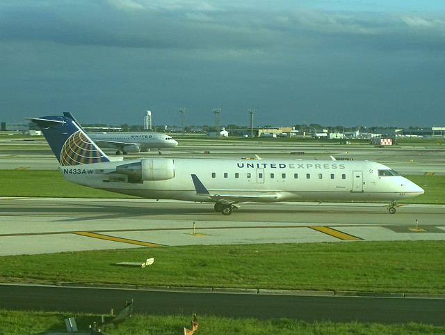 United Express (Air Wisconsin) Bombardier CRJ-200ER N433AW