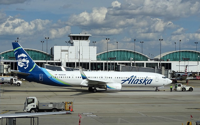 Alaska Airlines Boeing 737-900ER N266AK