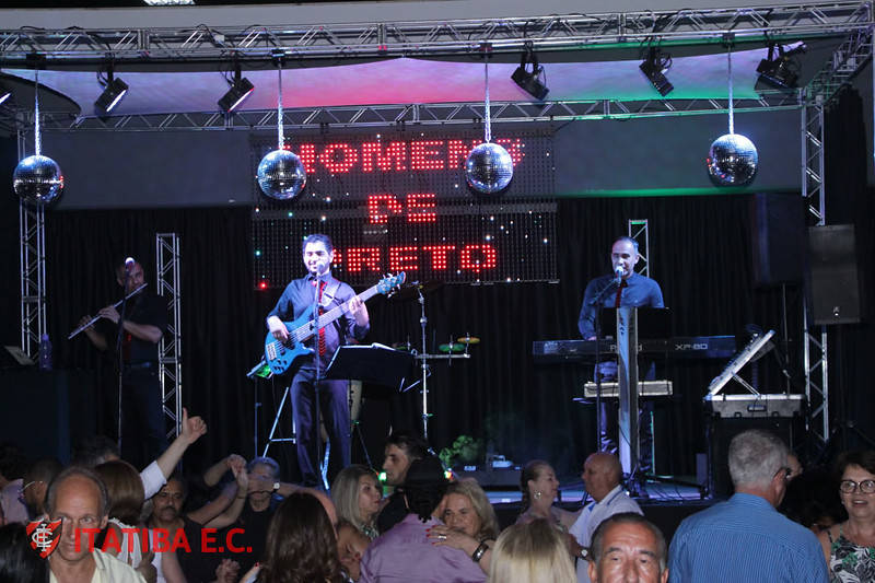 Noite Dançante - Homens de Preto