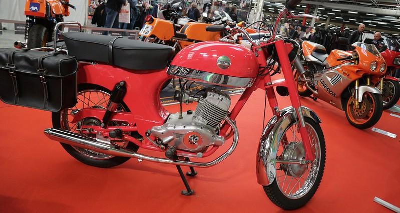 LAVERDA 200 bi-cylindres 4 temps 1961/66 4500 exemplaires 48888908523_f5cf0e20d8_c