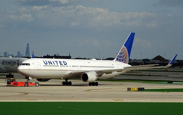 United Airlines Boeing 767-300ER N669UA