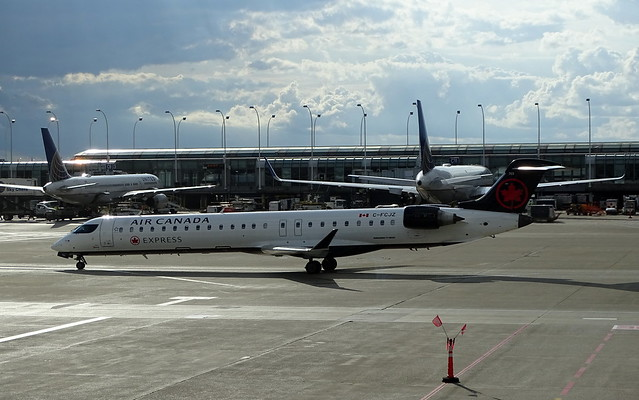 Air Canada Express (Jazz Aviation) Bombardier CRJ-705 C-FCJZ