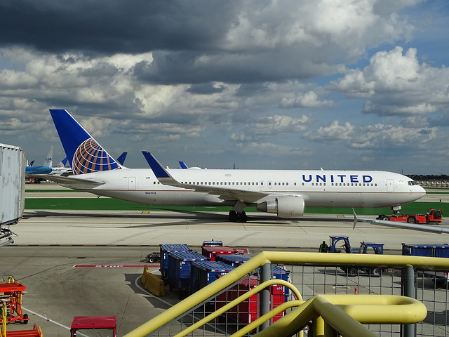 United Airlines Boeing 767-300ER N669UA