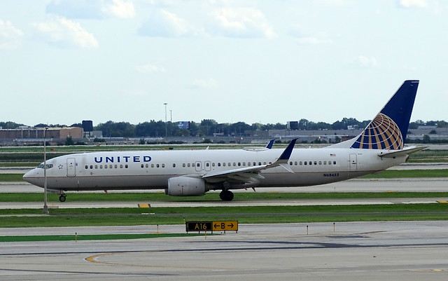United Airlines Boeing 737-924ER N68452