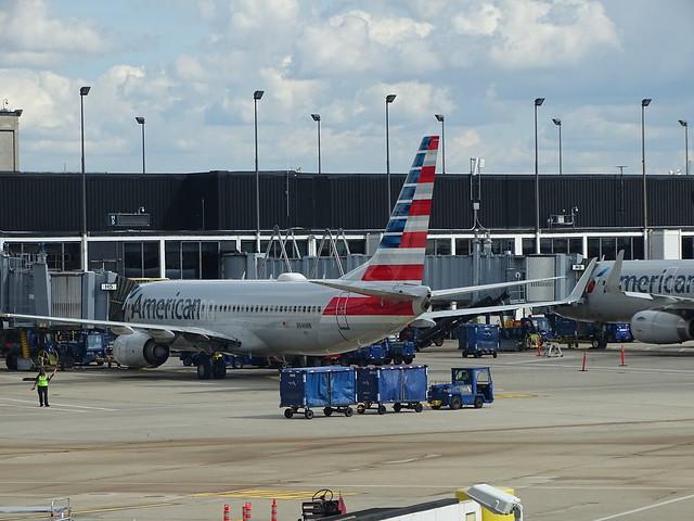 American Airlines Boeing 737-823 N946NN