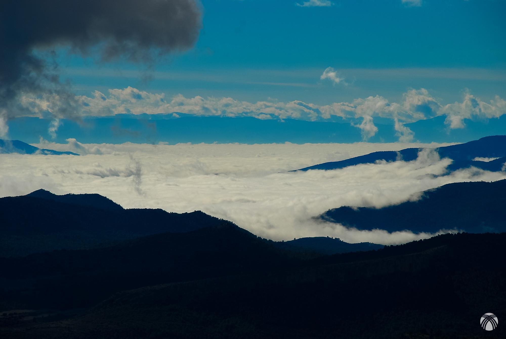 Una foto con más detalle del mar de nubes en la depresión del campo de Buguéjar