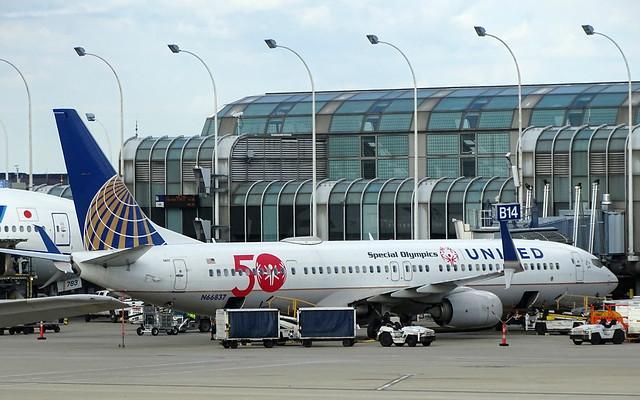 United Airlines Boeing 737-924ER N66837