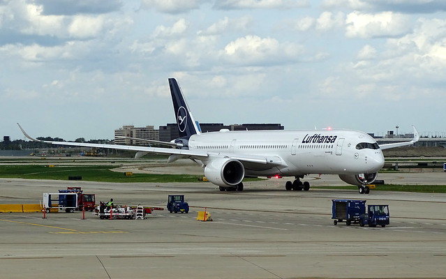 Lufthansa Airbus A350-941 D-AIXO