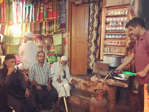 Mission Delhi - Munna Bhai, Hazrat Nizamuddin Basti