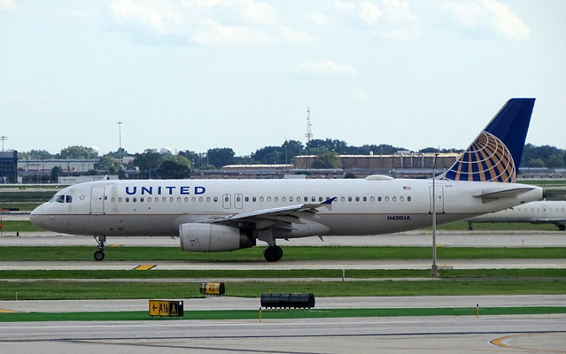 United Airlines Airbus A320 N430UA