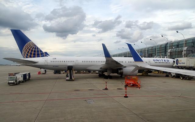 United Airlines Boeing 757-300 N75861