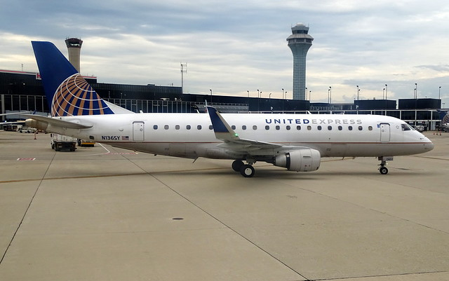 United Express (SkyWest) Embraer E-175 N136SY