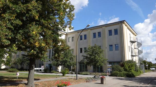 1920 Berlin Umbau eines Verwaltungsgebäudes der Flugzeugindustrie zu Studio durch Hackenberger Straße am Flugplatz 6a in 12487 Johannisthal