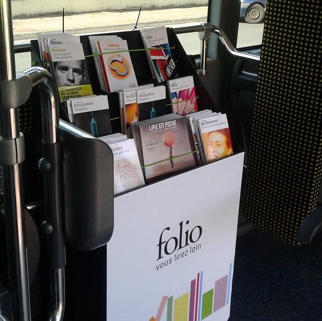 Bibliothèque et lecture en bus