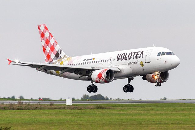 LIL - Airbus A319-111 (EC-MUU) Volotea