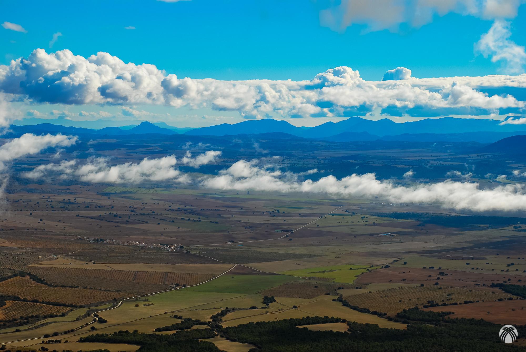 Mirando hacia Levante las sierras de Burete, Quípar y Pedro Ponce