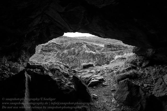 Felshöhle am Wasserfall Glymur