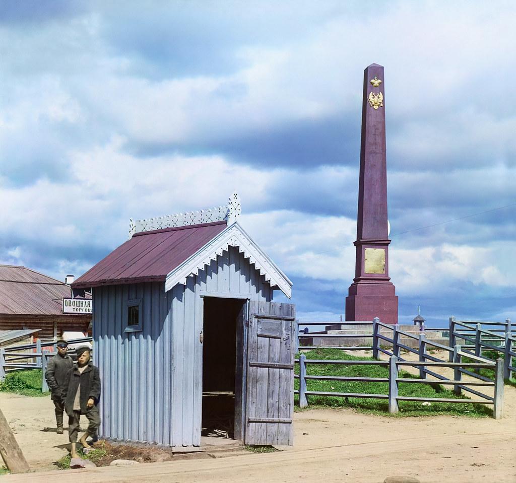 10. Окрестности города. В селе Вознесенье. Монумент в память открытия Онежского канала.