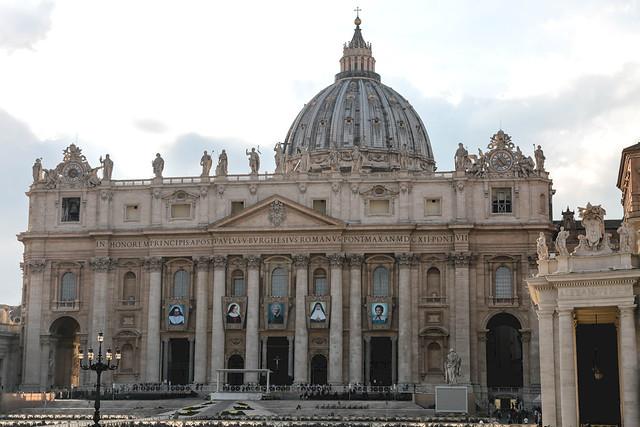 I cinque nuovi Santi sono John Henry Newman (1801-1890), cardinale di Santa Romana Chiesa, fondatore dell'Oratorio di San Filippo Neri in Inghilterra; suor Giuseppina Vannini (1859-1911), fondatrice delle Figlie di San Camillo; suor Mariam Thresia Chirame