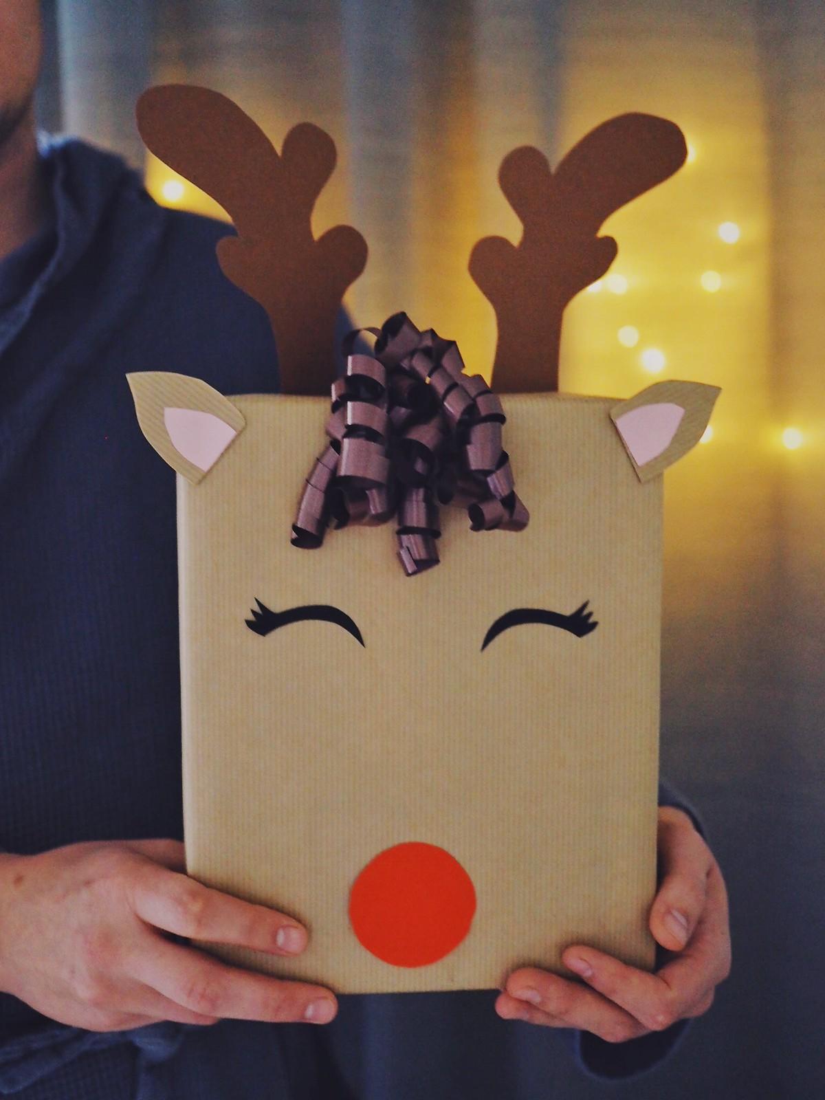 poro-paketti-reindeer-gift-wrapping