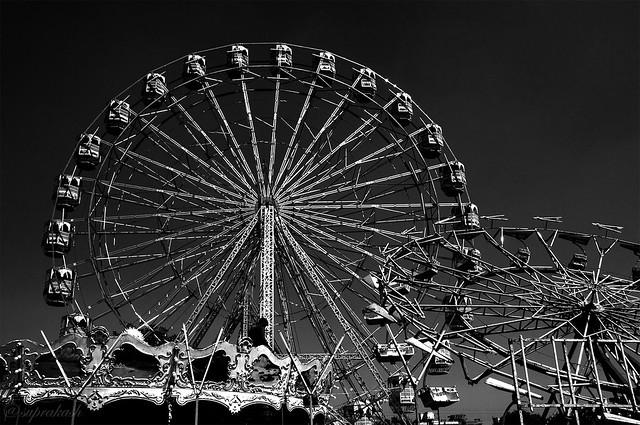 Giant wheels in Dwarka fair