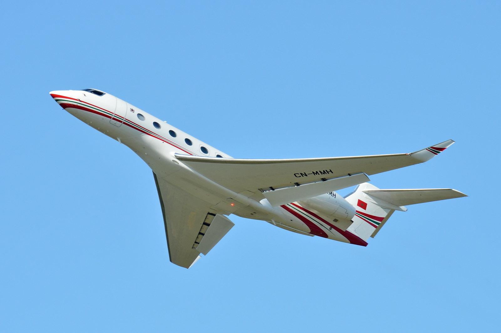 FRA: Avions VIP, Liaison & ECM - Page 23 48892087976_a5c79f42a6_h