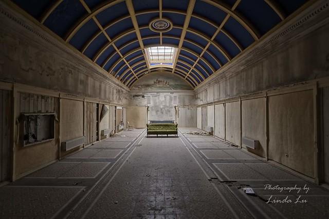 Abandoned Bathhouse