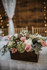 White and pink flowers are on the wedding table