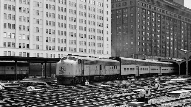 C&NW 5027A (1953 EMD E8A) @ Chicago IL (1981)