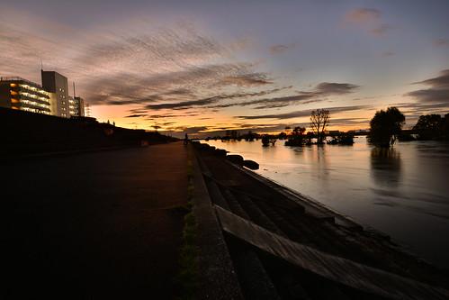 tokyo japan arakawa river riverbank typhoon typhoonhagibis hagibis nikon nikond7100 d7100 tamron tamron1024mmdiiivc flood flooding dusk sunset colours sky clouds 荒川 東京 板橋区