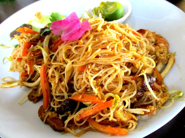 The Cafe Ind Indonesian fried bihun