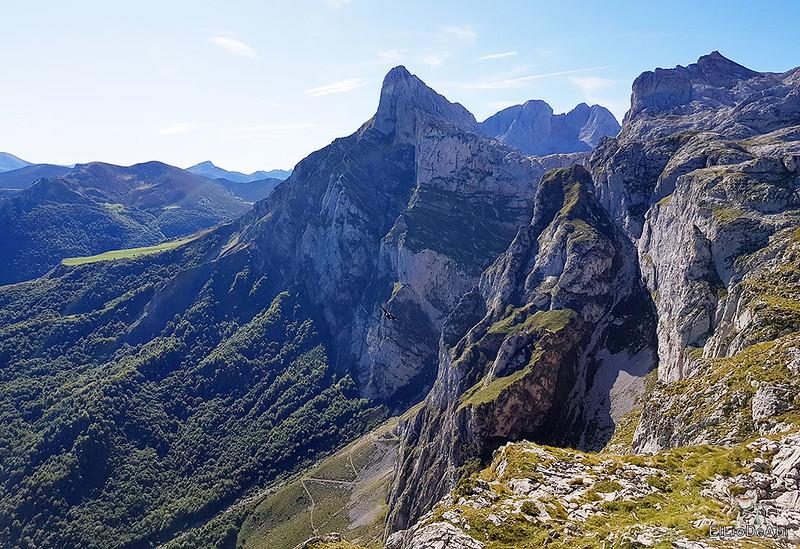 Echando la mañana en los Picos de Europa en la zona de Fuente Dé (16)