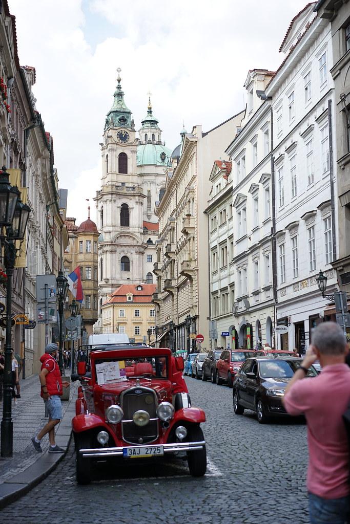 カレル橋からプラハ城へ