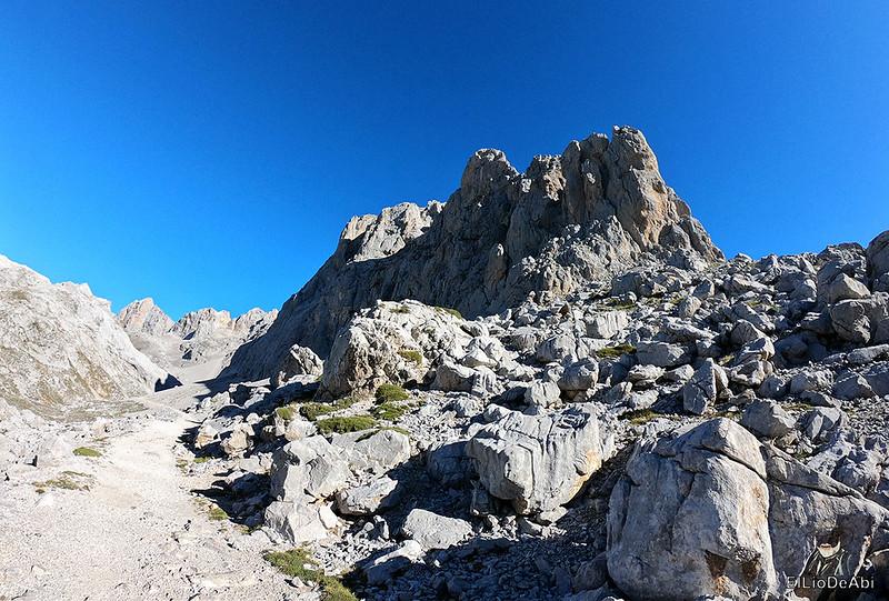 Echando la mañana en los Picos de Europa en la zona de Fuente Dé (9)