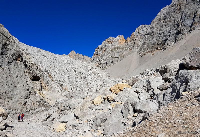 Echando la mañana en los Picos de Europa en la zona de Fuente Dé (8)