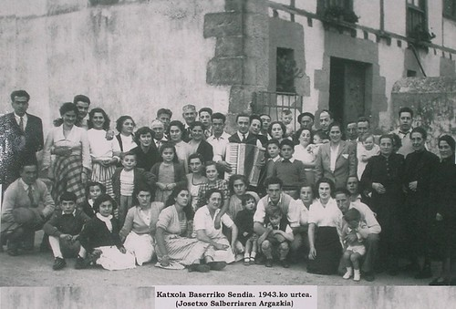 Katxola baserriko sendia, 1943an.
