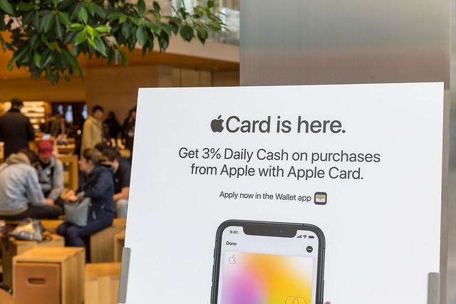 Werbebanner für Apple Card, die mit Apple Pay verbundene Kreditkarte