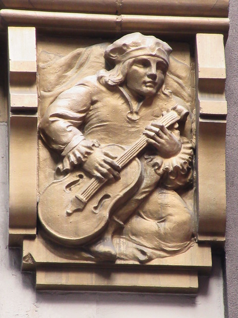 Musician With String Instrument Gargoyle 46th St NYC 5473