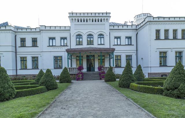 Pałac Będlewo - strona parkowa - Polska - wrzesień 2019