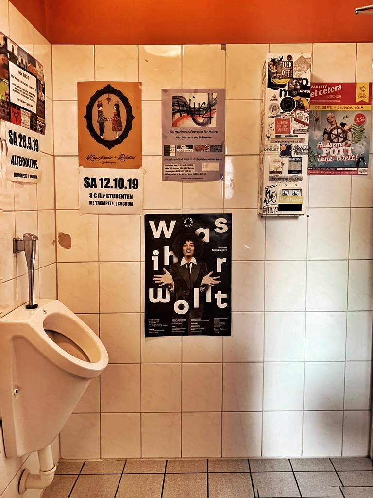 in urinale pinkeln