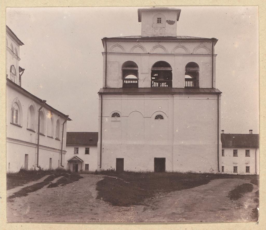 Окрестности города.  Церковь Св. Троицы в Александро-Свирском монастыре. Колокольня