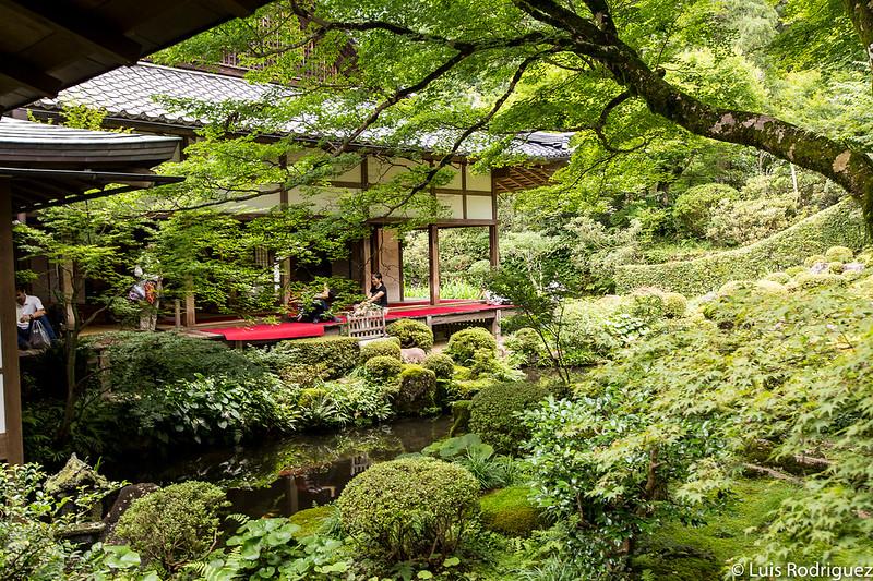 Terraza para tomar el té en el jardín del templo Sanzen-in