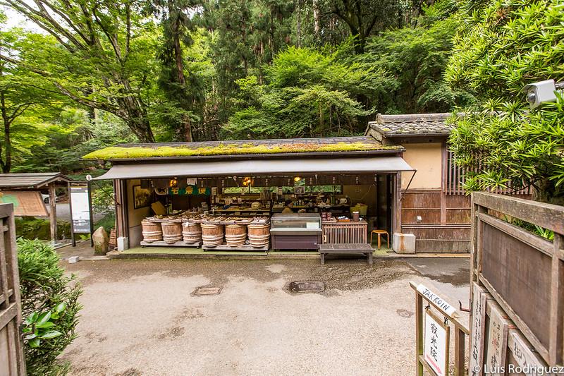 Puestos de comida y souvenirs en Ohara
